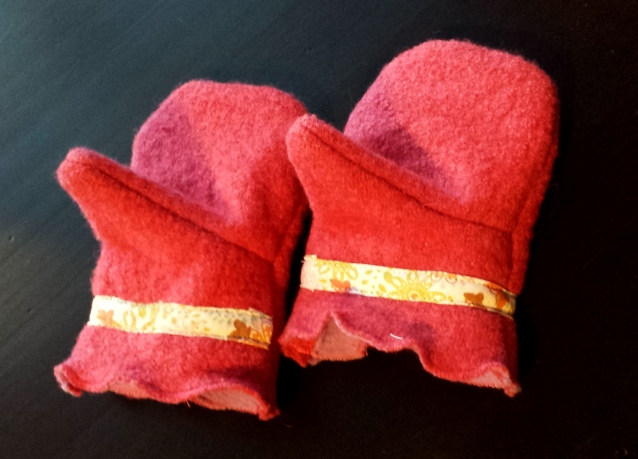 Oliver and S Little Things to Sew Mittens